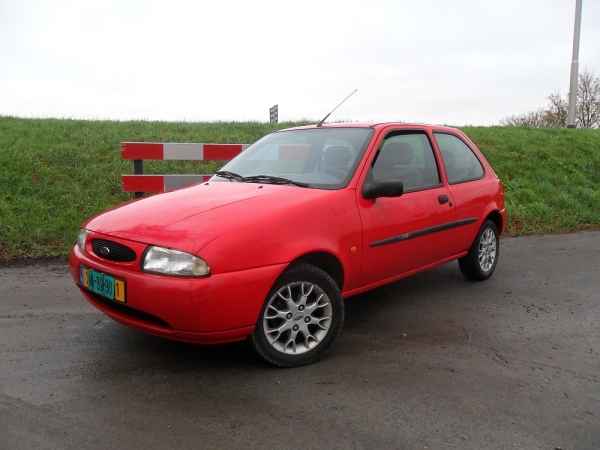 FORD FIESTA ROOD 001