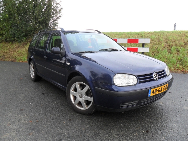 VW GOLF EX V MAANEN 001